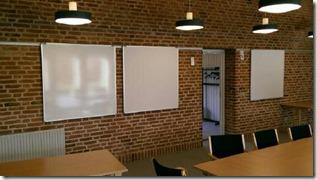 Flex-tavler ved Frederikskirken i Åbyhøj. 1 side whiteboard/1 side hvid opslagstavle